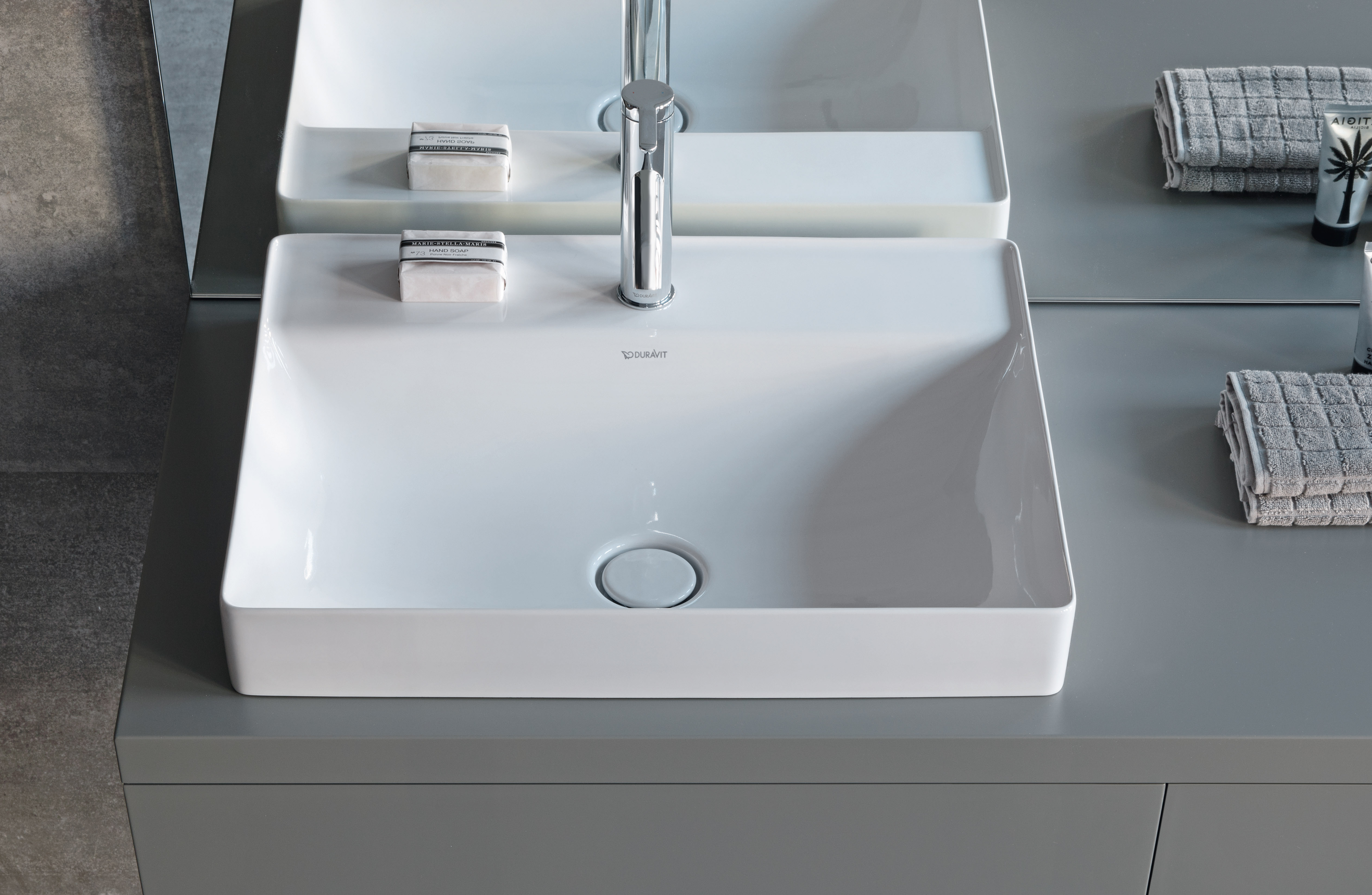 duravit durasquare meubles de salle de bains baignoires wcs bien plus duravit. Black Bedroom Furniture Sets. Home Design Ideas