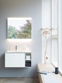 Salle de bains familiale : beaucoup \'espace de rangement et de l ...